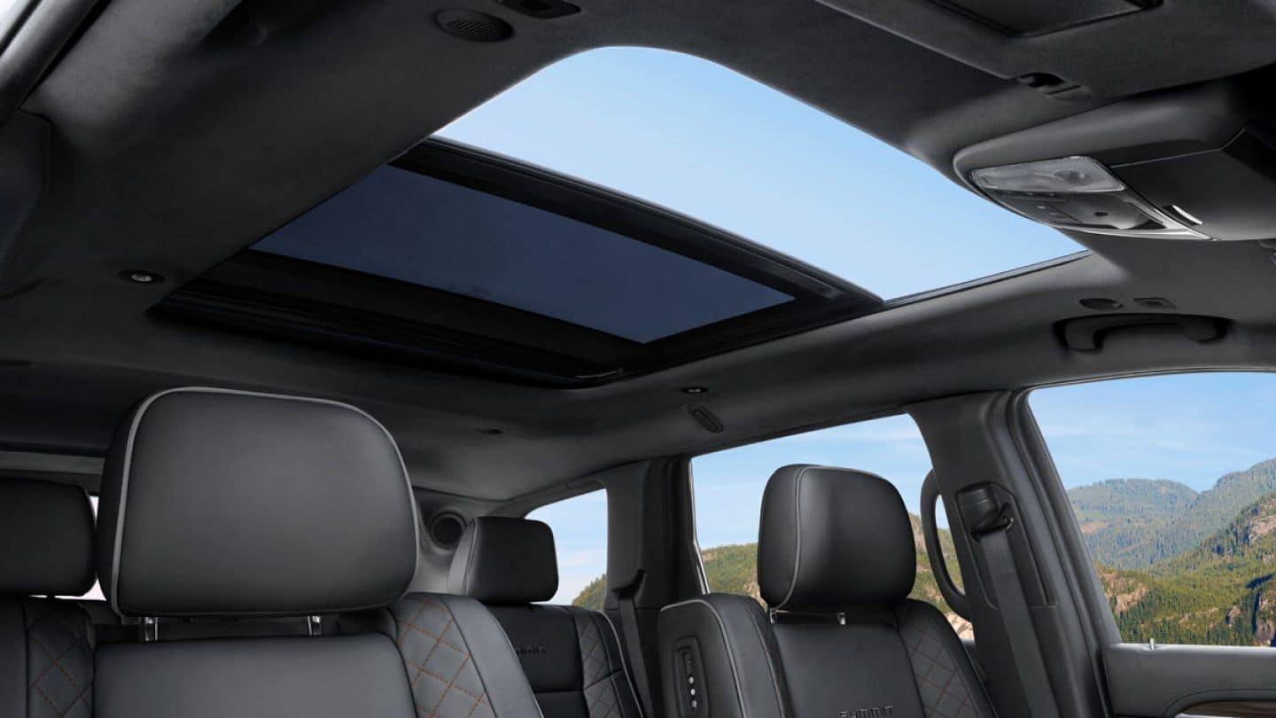 grand cherokee interior with sunroof
