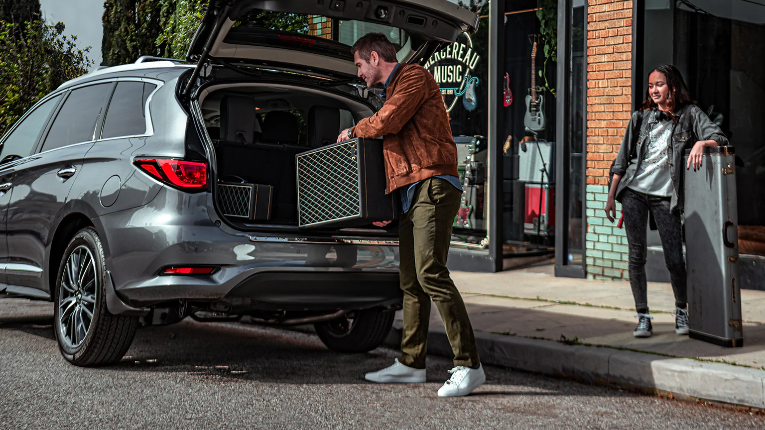 2020 INFINITI QX60 with automatic lift gate. Available now at Kearny Mesa INFINITI of San Diego.