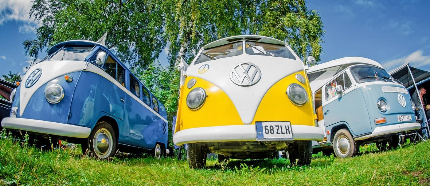 3 Volkswagen Buses