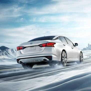 2019-Nissan-Altima-Driving-in-Snow