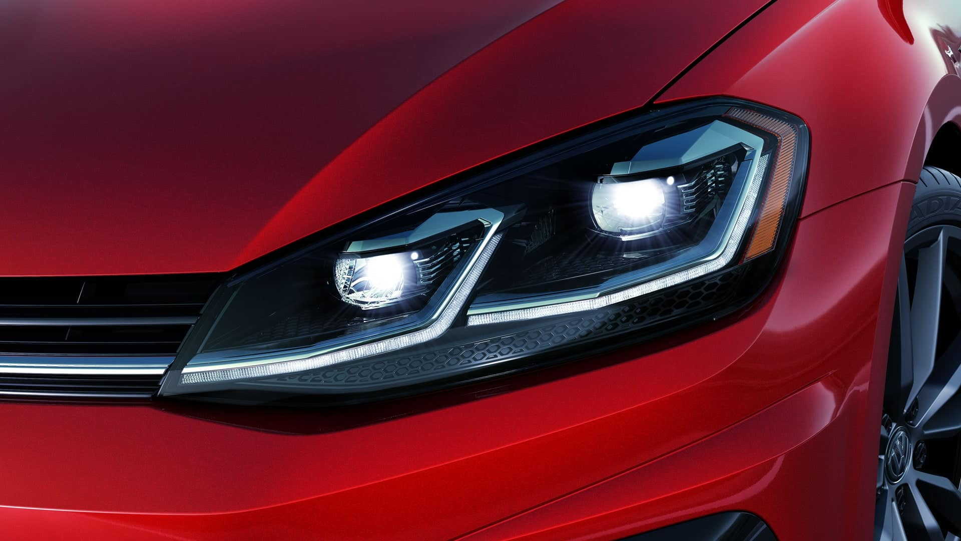 2019 VW Golf R LED headlights