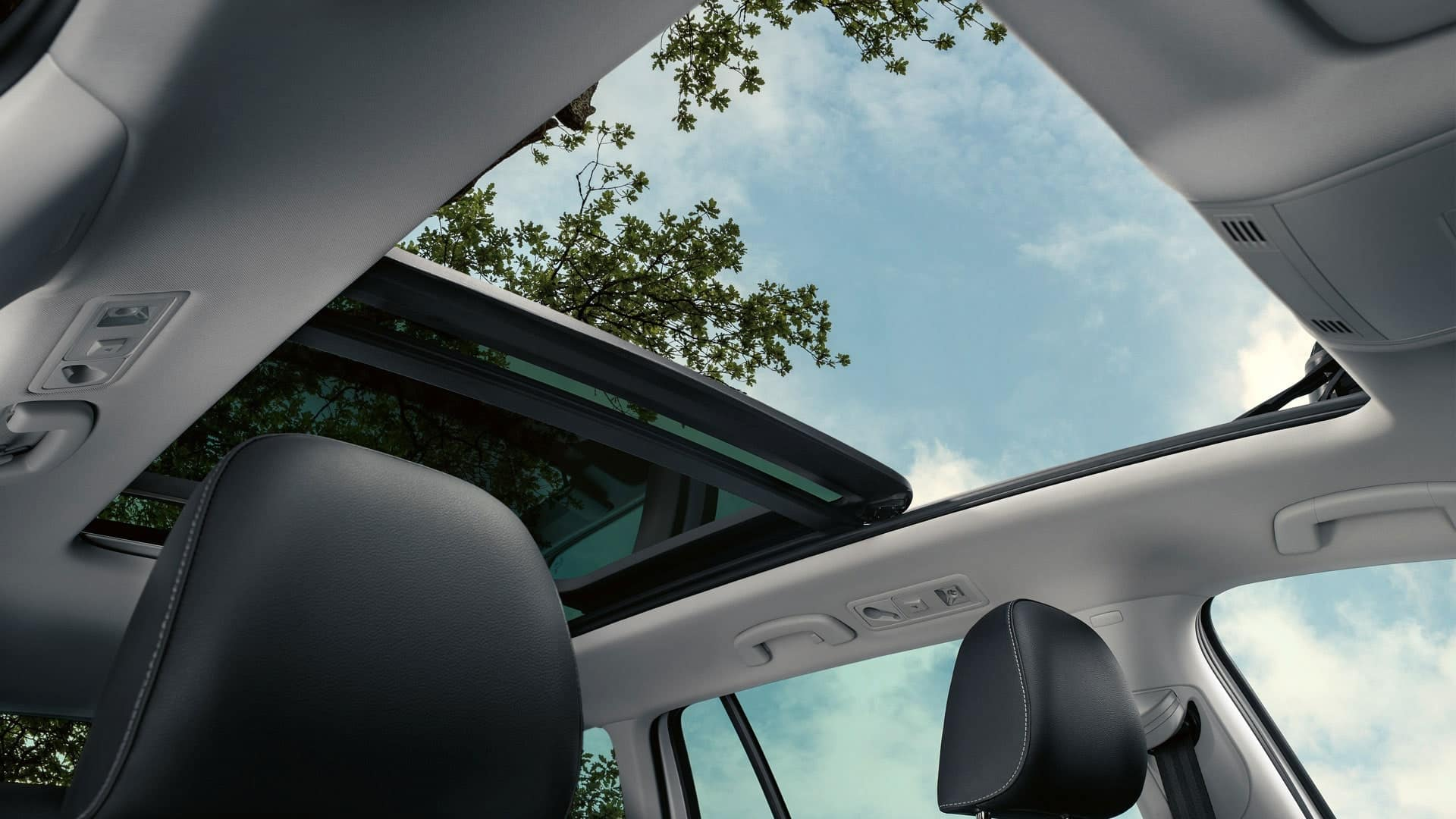 2019 VW SportWagen panoramic sunroof